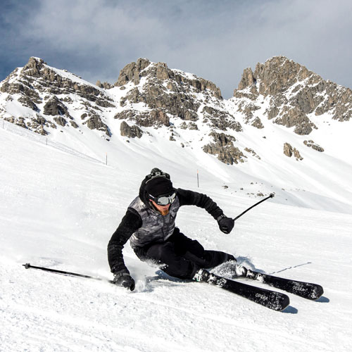 operaskis high performance carving in a slope in the Italian mountain
