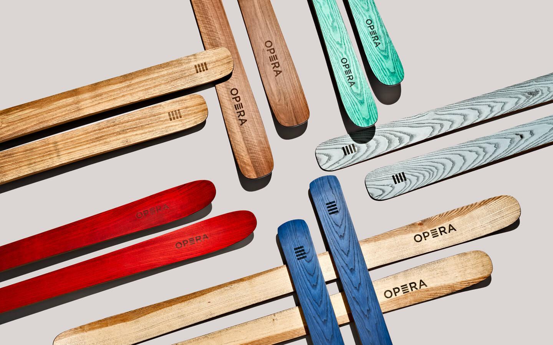 OPERA Skis, sci artigianali in legno naturale, rosso, blu, verde
